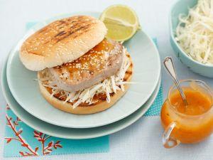Burger mit Thunfisch, Weißkrautsalat und Mangomayo Rezept