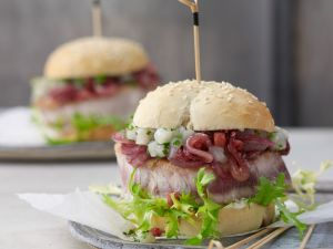 Burger mit Thunfischsteak und Chutney Rezept