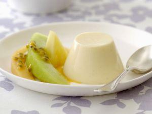 Buttermilchpudding mit Melone und Maracuja Rezept
