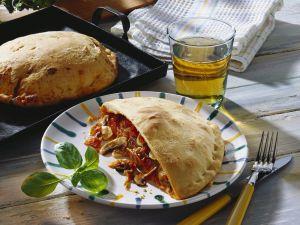 Calzone mit Champignons und Schinken gefüllt Rezept