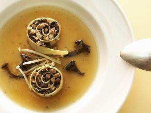 Cannelloni mit Pilzfüllung in Brühe Rezept