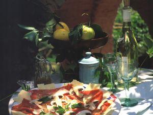 Carpaccio mit Champignons und Parmesan Rezept