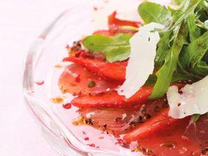 Carpaccio mit Erdbeeren und rosa Pfeffer Rezept