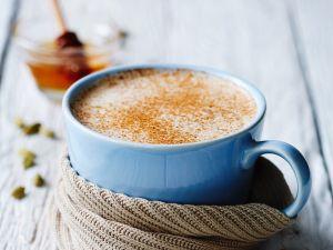 chai latte mit zimt rezept eat smarter. Black Bedroom Furniture Sets. Home Design Ideas