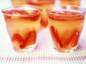 Champagnergelee mit Erdbeeren Rezept