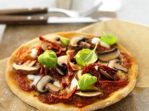 Champinon-Pizza mit getrockneten Tomaten Rezept