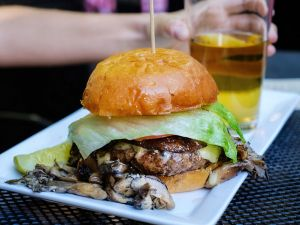 Cheeseburger mit Pilzen