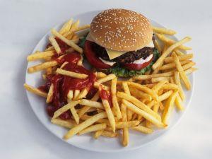 Cheeseburger mit Pommes frites Rezept