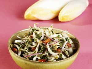 Chicorée-Kräuter-Salat Rezept