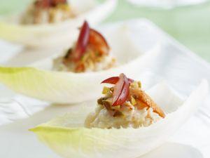 Chicorée mit Garnelensalat gefüllt Rezept
