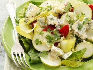 Chicoréesalat mit Spinat, gegrillter Paprika, Gorgonzola und Birne Rezept