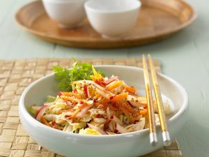 Chinakohl-Gemüsesalat Rezept