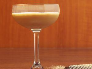 Cocktail mit Brandy und Muskat Rezept