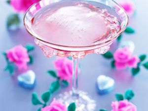 Cocktail mit Rose Rezept