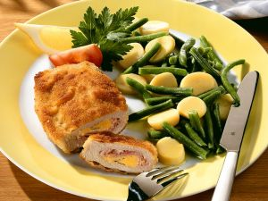 Cordon Bleu mit Gemüsesalat Rezept