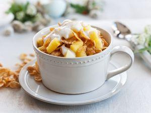 Cornflakes mit Joghurt und Obst Rezept