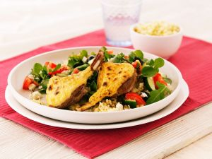Couscous-Gemüsesalat mit Käse-Lammchops Rezept