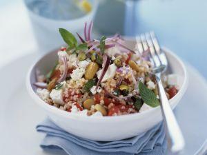 Couscous-Salat mit Schafskäse und Erdnüssen Rezept