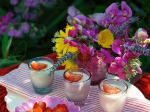 Cremedessert mit Erdbeeren Rezept