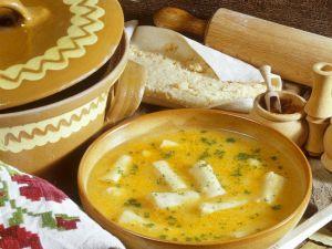 Cremesuppe mit Grießstreifen Rezept