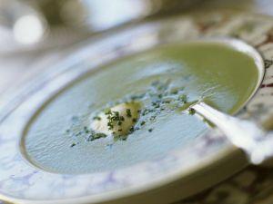 Cremesuppe mit Sauerampfer und Ei Rezept