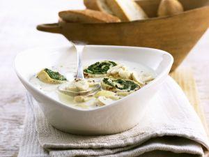 Cremige Champignonsuppe mit Spinat-Pfannkuchen-Röllchen Rezept