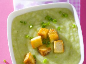 Cremige Erbsensuppe mit Tofu-Croutons Rezept