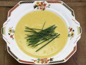 Cremige Kürbissuppe mit Schnittlauch Rezept