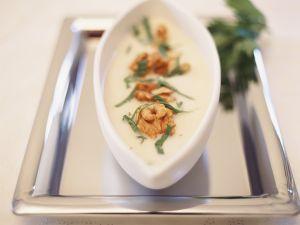 Cremige Selleriesuppe mit Walnüssen Rezept
