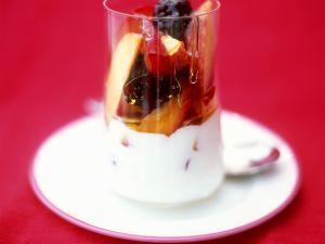 Cremiger Joghurt mit Früchten und Honig Rezept