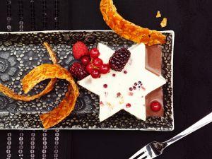 Cremiges Parfait mit Früchten Rezept