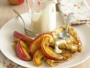 Crêpes mit Karamell-Äpfeln Rezept