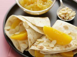 Crêpes mit Pfirsich und Mandelblättchen Rezept