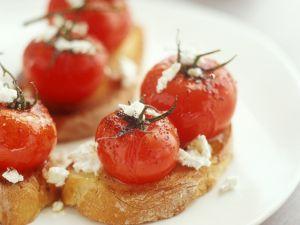 Crostini mit Kirschtomaten und Ziegenkäse Rezept