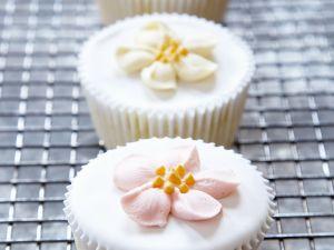 Cupcakes mit Zuckerblüten Rezept