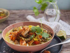 Currysuppe mit Gemüse und Knuspertofu Rezept