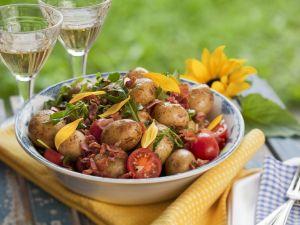 Deftiger Kartoffelsalat mit Tomaten und Speck Rezept
