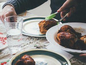 Neue Studie enthüllt: Spätes Abendessen macht doch dick