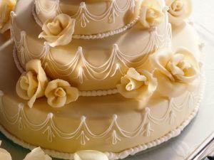 Dreistöckige Marzipan-Torte Rezept