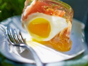 Ei mit Tomate und Schinken in Aspik Rezept