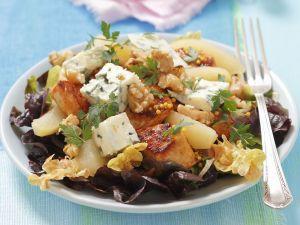 Eichblattsalat mit Hähnchen, Blauschimmelkäse und Birnen Rezept
