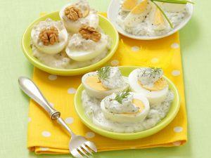 Eier mit Walnuss-, Schnittlauch- und Dillsoße Rezept