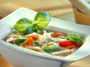 Einfache Minestrone mit Bohnen und Suppengrün Rezept