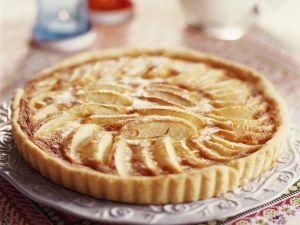 Einfacher Apfelkuchen mit Mürbeteig und Konfitüre Rezept