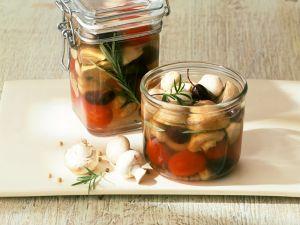 Eingelegte Champignons mit Tomaten Rezept