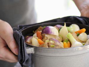 Eintopf mit Kalb und Gemüse auf französische Art Rezept
