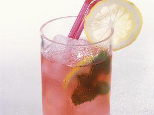 Eistee mit Hibiskus und Zitrone Rezept