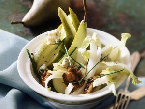 Endiviensalat mit Birnen, Gorgonzola und Walnüssen Rezept