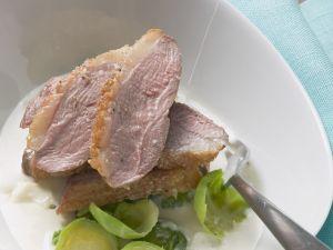 Entenbrust mit Soße aus Birne und Blauschimmelkäse Rezept