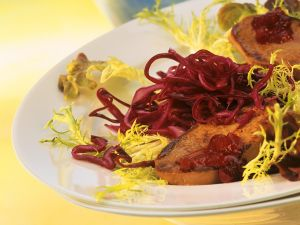 Entenleber mit Preiselbeer-Rotkohl-Salat Rezept